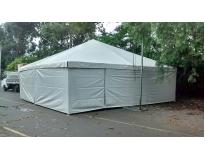 tendas piramidais fechadas na Vila Romana