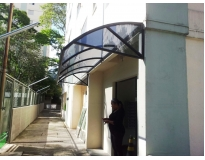toldo de policarbonato para porta serviços na Paraventi